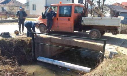 Започна поставувањето на заштитни брани со мрежа на реките од сливното подрачје на Охридско езеро