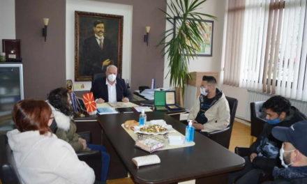 Доделени награди за најдобрите ученици Роми во Делчево