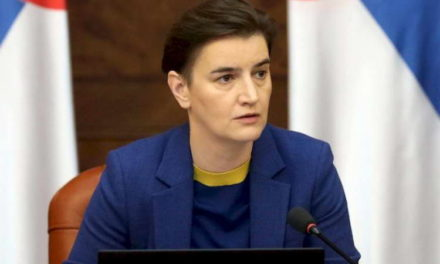 Еден од уапсените антиваксери во Србија бил вакциниран, соопшти српската премиерка Брнабиќ