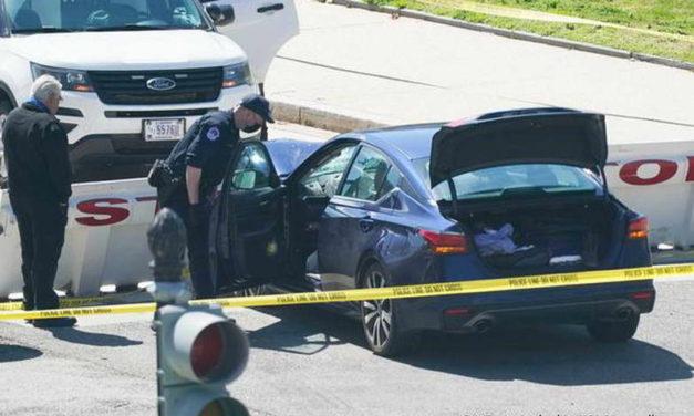 Вашингтон: Напаѓач уби полицаец пред Капитол