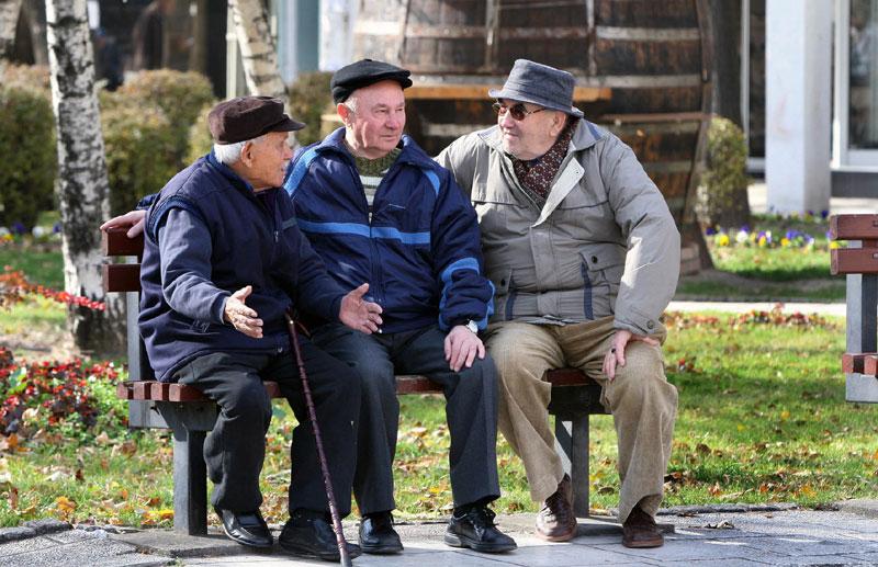 Од понеделник почнува исплатата на априлските пензии