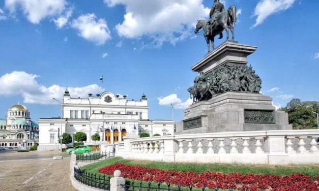 ГЕРБ на Борисов победи, но постои можност нов премиер на Бугарија да биде шоуменот Слави Трифонов