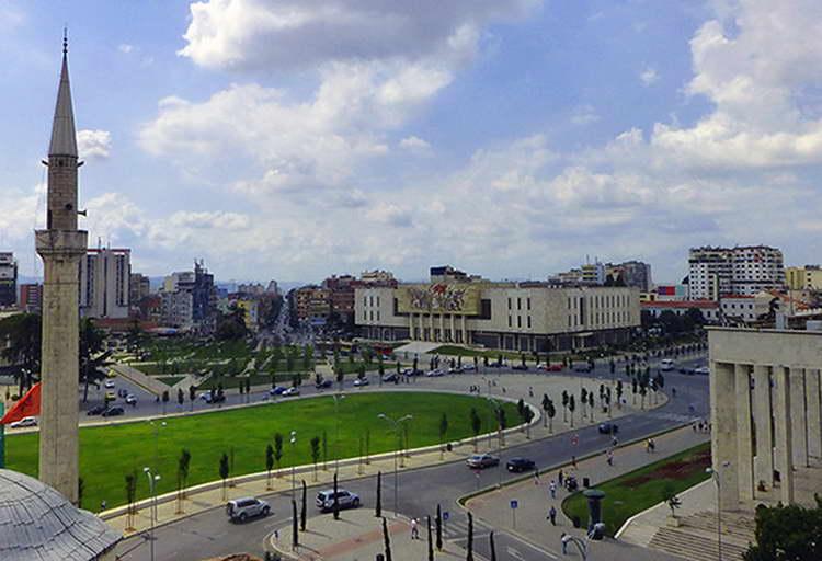 Во Албанија денеска се одржуваат парламентарни избори, граѓаните бираат меѓу Рама и Баша