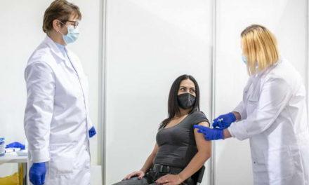 Вакцинираните со две дози имаат три пати помали шанси да бидат заразени со корона вирусот