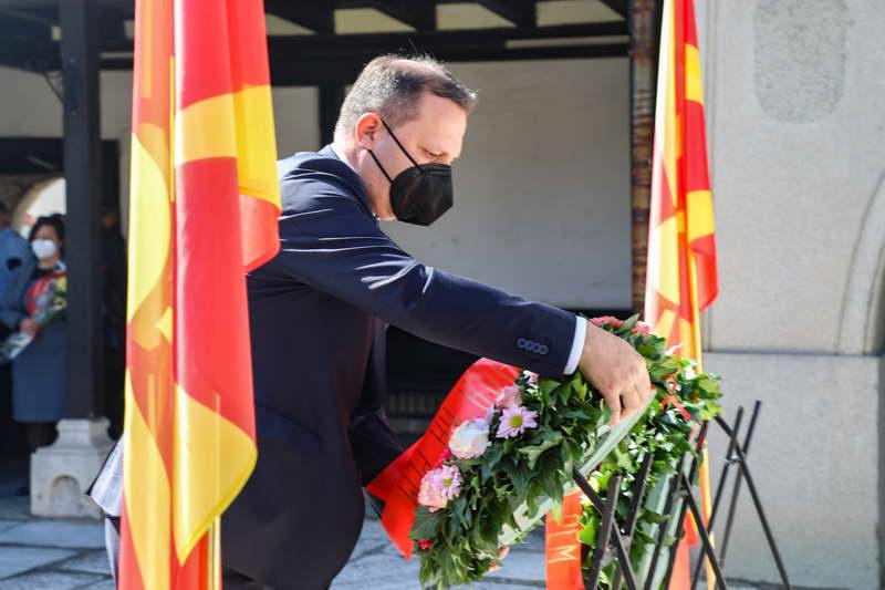 Владина делегација оддаде почит и положи цвеќе на гробот на Гоце Делчев по повод годишнината од неговата смрт