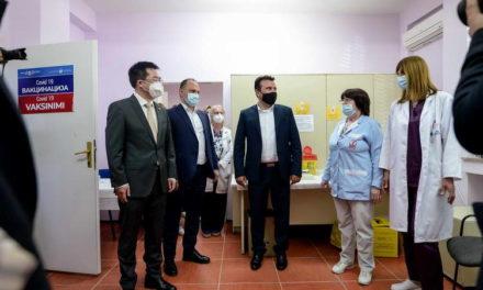 Кинескиот амбасадор Ѕуо, Заев и Филипче: Во земјата сега има доволен број и безбедни вакцини за непречена масовна имунизација