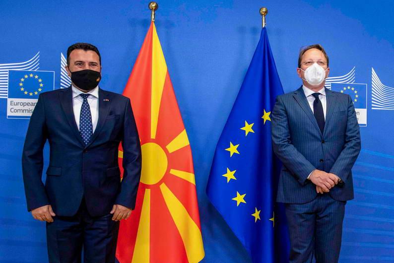 Од средбата на премиерот Заев и еврокомесарот Вархеји во Брисел: Идентитетот не може да биде причина за блокада на европските интеграции