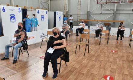 Прв ден од масовната вакцинација во прилепскиот пункт, граѓаните задоволни