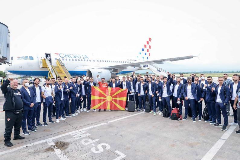 Заев на испраќањето на македонската фудбалска репрезентација за Букурешт: Со упорна работа и храбро срце на терен вие уште сега сте нашите победници и наша гордост