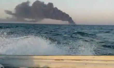 Потона најголемиот брод на иранската морнарица откако се запали, екипажот бил евакуиран