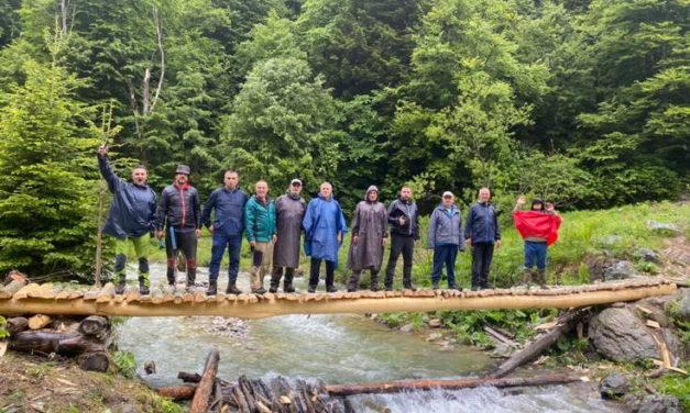 Планинари изградија мост преку Лешничка река, на местото на оштетениот