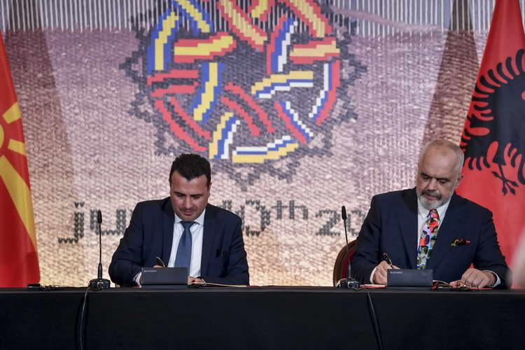 Заев и Рама потпишаа договор за заеднички гранични и царински контроли: На патот кон ЕУ остваруваме европски вредности за граѓаните од двете земји