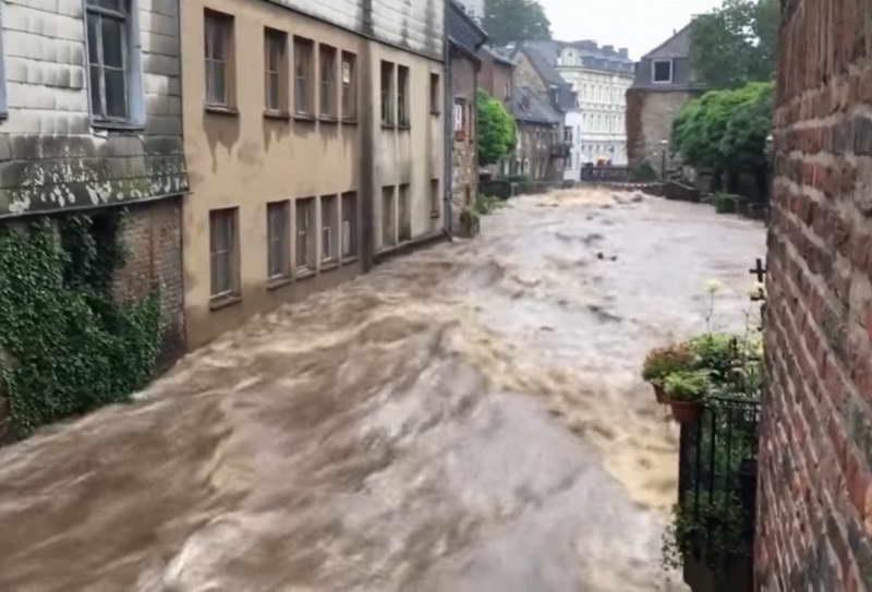 Најмалку 81 жртва од поплавите во Германија, околу 1.300 лица се водат како исчезнати