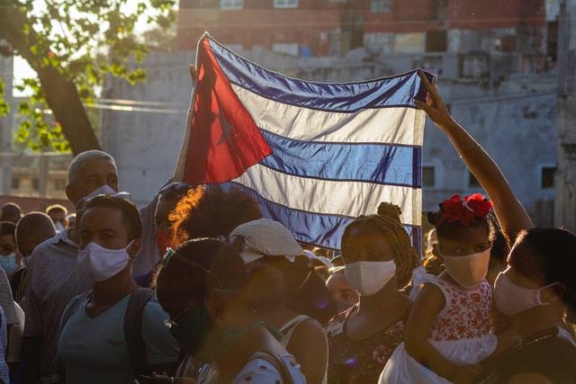 Еден загинат на протестите во Куба, властите за првпат преземаат дел од одговорноста за кризата