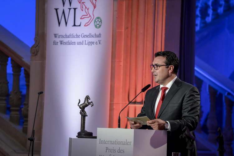Премиерот Заев ја прими Меѓународната награда за мир на Вестфалија: Наградата е признание, но и обврска за сите наши идни политички одлуки да бидат посветени на европските вредности и мирот