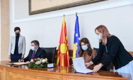 Маричиќ во Приштина го потпиша Договорот за заемна правна помош во граѓанските предмети меѓу Северна Македонија и Косово