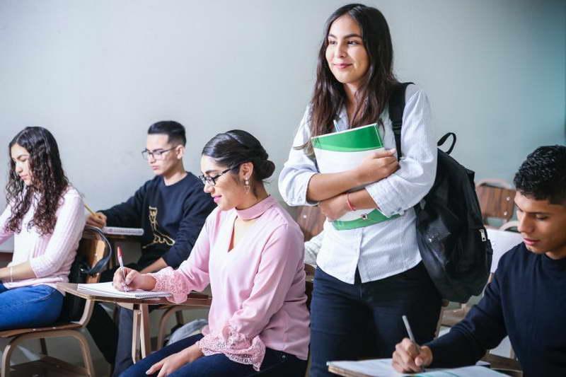 МОН: Зголемени стипендии и за студентите од регионот со македонско потекло кои студираат во земјава