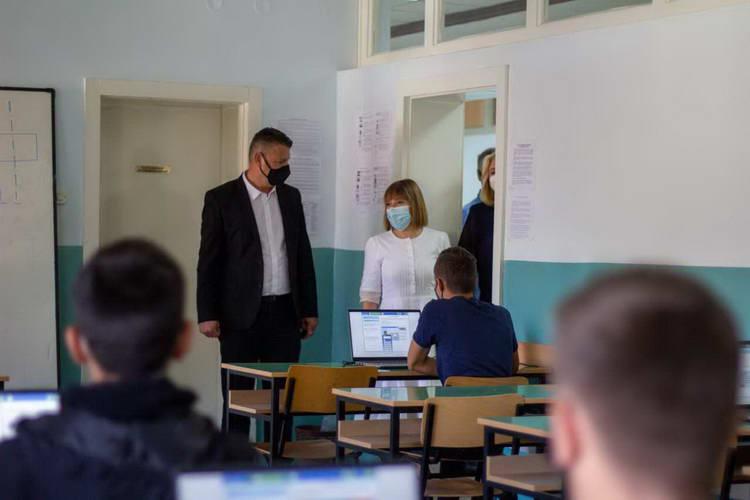 Царовска: Учениците ќе бидат дел од ПИСА тестирањето во 2022 година, во тек се пробно тестирање и интензивни подготовки за постигнување подобри резултати
