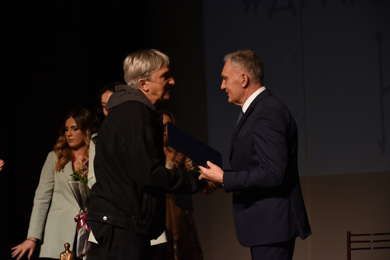 """Со доделувањето на наградите на најуспешните, синоќа во Прилеп заврши 55 МТФ """"Војдан Чернодрински"""""""